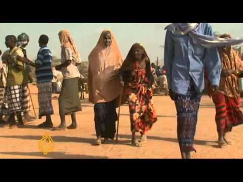 Displaced Somalis pour into Dadaab refugee camps