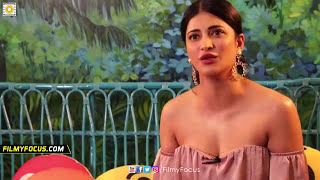 Shruti Haasan Adjusting her Dress in Live Interview | Shruti Haasan Wardrobe Malfunction