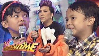 getlinkyoutube.com-It's Showtime: English speaking showdown with Vice, Awra, & Onyok