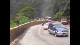 getlinkyoutube.com-Gumarang Jaya di Tanjakan Panorama 1 Sitinjau Laut, Padang