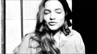 getlinkyoutube.com-Barbara Palvin - Beauty And A Beat