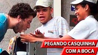 PEGANDO CASQUINHA COM A BOCA