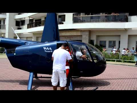 Papai Noel e Mamãe Noel da Assopro Festas - Chegada de Helicóptero...