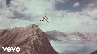 getlinkyoutube.com-Calle 13 - La Vida (Respira el Momento) (Official Video) [Explicit]