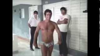 Andres Garcia sexy en tanga