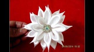 getlinkyoutube.com-Flores blancas hermosas pétalos de rectángulos  kanzashi en cintas