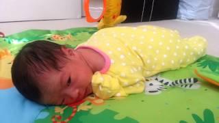 getlinkyoutube.com-1 week old baby tummy time