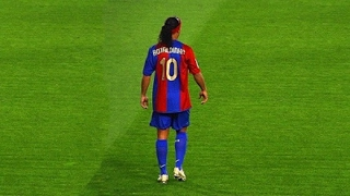 getlinkyoutube.com-Ronaldinho Gaucho ● Moments Impossible To Forget