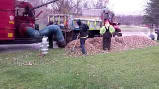 getlinkyoutube.com-Oakwood Village, Ohio - Leaf Collection