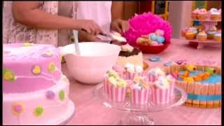 getlinkyoutube.com-Μες στην καλή χαρά-Η Μαρία Ρωμανιά μας φτιάχνει πρωτότυπες παιδικές τούρτες