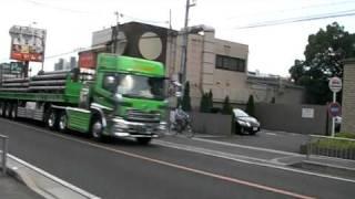 大型トレーラー  国道2号線 テイク3 強い緑色の車体 UD Quon