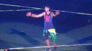 getlinkyoutube.com-NEYMAR BORRACHO  en la celebración en el Camp Nou: Beso a Masche y patada Adriano (Video Completo)