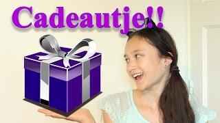 getlinkyoutube.com-MeisjeDjamila's cadeautje openmaken!