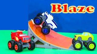 getlinkyoutube.com-BLAZE Nickelodeon Blaze Darington & Pickle Die Cast Cars Toys Video Unboxing