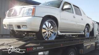 getlinkyoutube.com-Supercharged Cadillac Rezcalade EXT 10,000 Watt ZAPCO System
