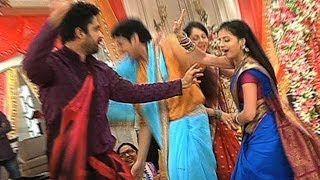 getlinkyoutube.com-Behind The Scenes - Masti On the Sets Of Iss Pyaar Ko Kya Naam Doon?...Ek Baar Phir