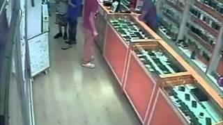 getlinkyoutube.com-Küçük hırsızlar kameraya yakalandı