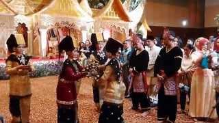 getlinkyoutube.com-Tarian Indah Resepsi Adat Minang di Gedung Carani, TMII