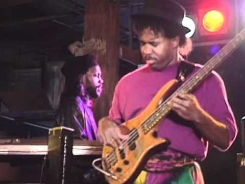 Victor Wooten - Pretty Little Lady Groove -CxEWl3RRdQU