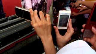 getlinkyoutube.com-Lengan Baju SULIS robek kena Kipas saat manggung in Taiwan