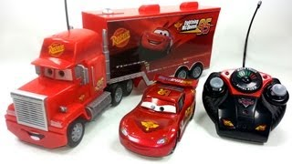 getlinkyoutube.com-2 RC Pixar Cars MACK TRUCK & LIGHTNING MCQUEEN Disney Pixar RC cars