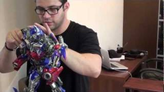 getlinkyoutube.com-Optimus Prime Maquette Unboxing