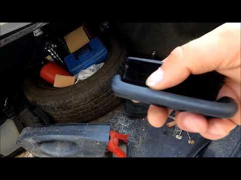 Toyota Corolla снятие ручки закрытия багажника