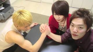 getlinkyoutube.com-HIKAKINサシマンVSペインダンテ腕相撲対決 Arm Wrestling Tournament PDS