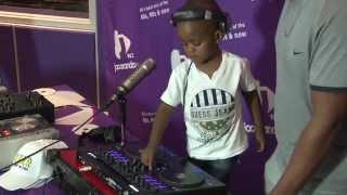 getlinkyoutube.com-DJ Arch Jr (2 years old!) vs DJ Arod