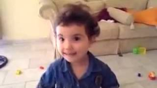 getlinkyoutube.com-بنت صغيره تتكلم مع امها بطريقة مضحكه جداً
