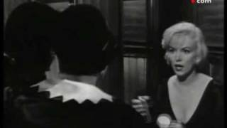getlinkyoutube.com-¿Tenia 6 dedos Marilyn Monroe?