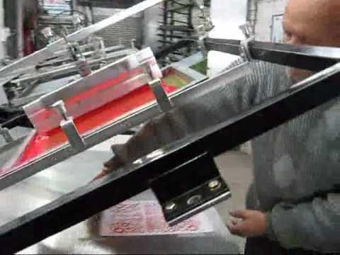 Maquina de serigrafia manual imprimiendo www.impri-maq.com.ar