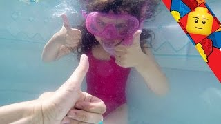 getlinkyoutube.com-[JOUET] Surprises sous l'eau avec masque et tuba - Studio Bubble Tea underwater unboxing