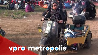 getlinkyoutube.com-Extreme love for Vespa in Indonesia - vpro Metropolis