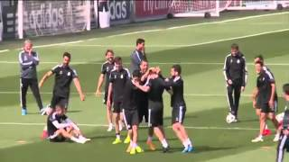 getlinkyoutube.com-Fantastic Nutmeg '' caño '' Isco To Toni kroos at Real madrid training l 2015