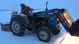 getlinkyoutube.com-Ford 1900 Tractor [Smokey Cold Start / Clearing Snow]