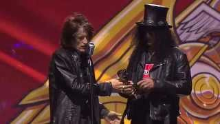 getlinkyoutube.com-APMAs 2014: Slash receives the Guitar Legend Award, introduced by Aerosmith's Joe Perry