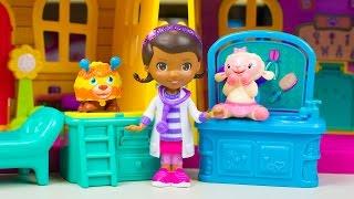 getlinkyoutube.com-Doc McStuffins Toys Doc's Deluxe Clinic & Pet Vet Playset Lambie Squibbles Toy Kinder Playtime