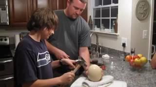 getlinkyoutube.com-شاهد طريقة فتح بيض النعام ..!!
