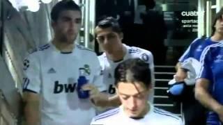 getlinkyoutube.com-مسعود اوزيل يقرأ القرآن قبل النزول للملعب