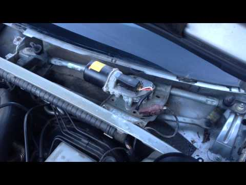Где находится предохранитель моторчика омывателя в Пежо 406
