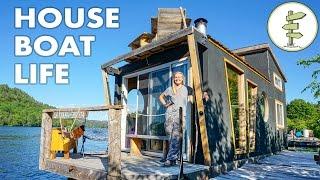 getlinkyoutube.com-Living on a 4 Season Houseboat - Beautiful Floating Tiny House!