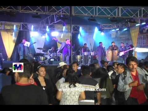 Musical Gigantes En Yalalag Oaxaca Chilena Mix 1_0001.wmv