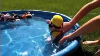 getlinkyoutube.com-Mario and Luigi Go Swimming