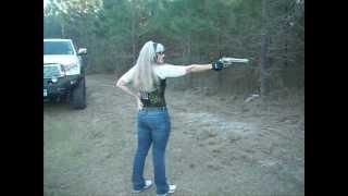 getlinkyoutube.com-shooting 500 SMITH AND WESSON ONE HANDED TEXAS GAL Teri LaFaye Pistol Poet
