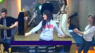 getlinkyoutube.com-سهيلة وايهاب و الطلاب  يرقصون على انغام اغنية مغربية في صف  المسرح