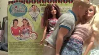 getlinkyoutube.com-Barbie and Ken Make Out