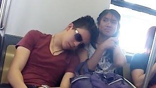 getlinkyoutube.com-Dormidos en el Metro | Bromas en la calle | Bromas 2014 | SKabeche