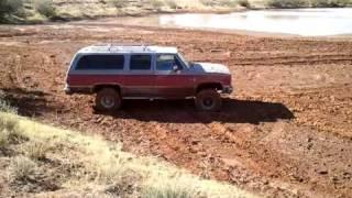 getlinkyoutube.com-Chevy Suburban playin in the mud