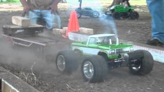 "getlinkyoutube.com-Finishline RC ""Truck Pulling"" With funny Mini Slash"